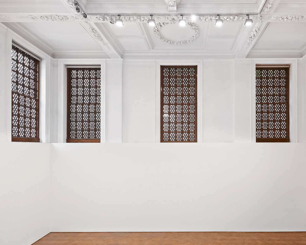 Bettina Pousttchi, Piccadilly Windows, Piccadilly Windows, 2013