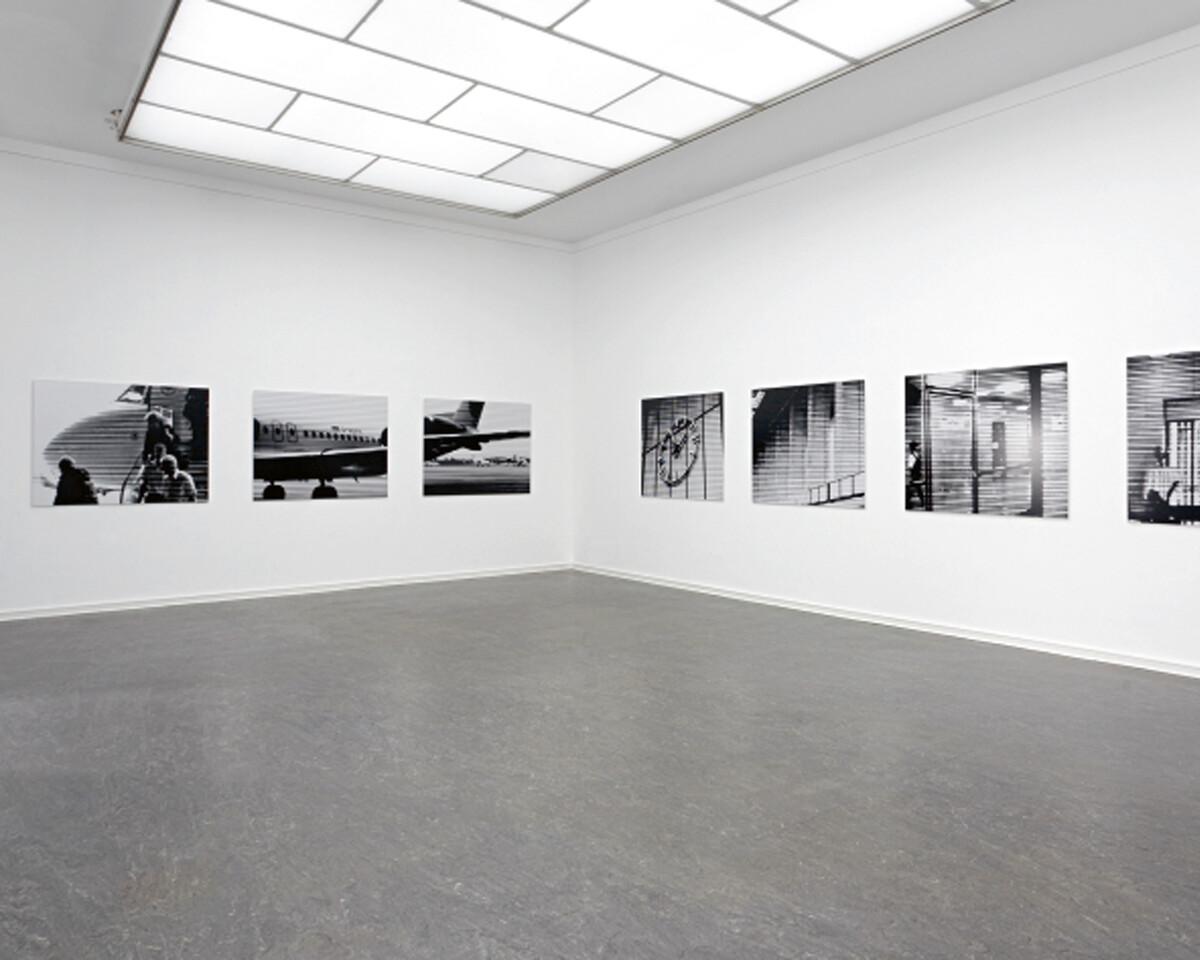 Bettina Pousttchi, Take Off, Take Off, 2005